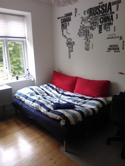 Lyst og rummeligt værelse!