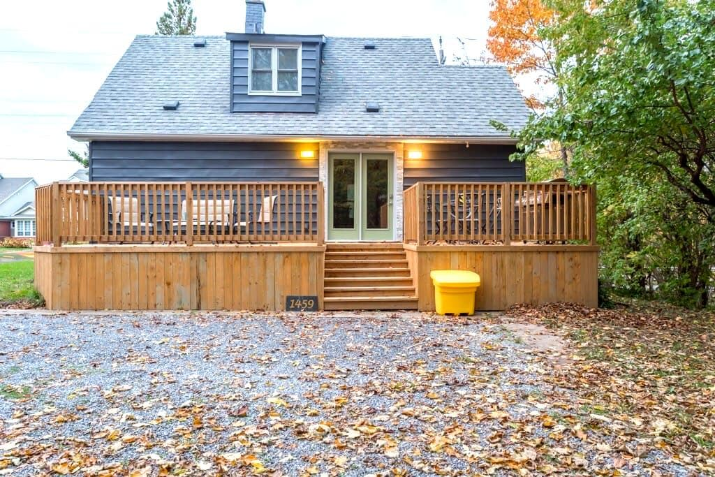 Modern Cozy Cottage in NOTL/Virgil near NFLS - Niagara-on-the-Lake - Hus