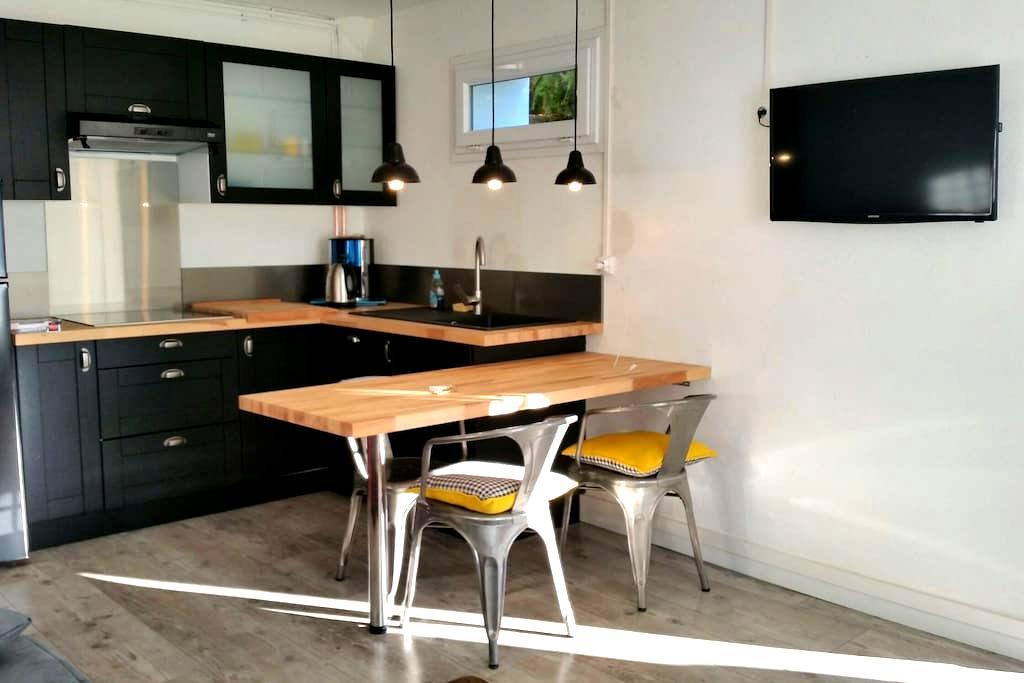 """Appartement """"HERMES"""" 2pièces - Puy-l'Évêque - House"""