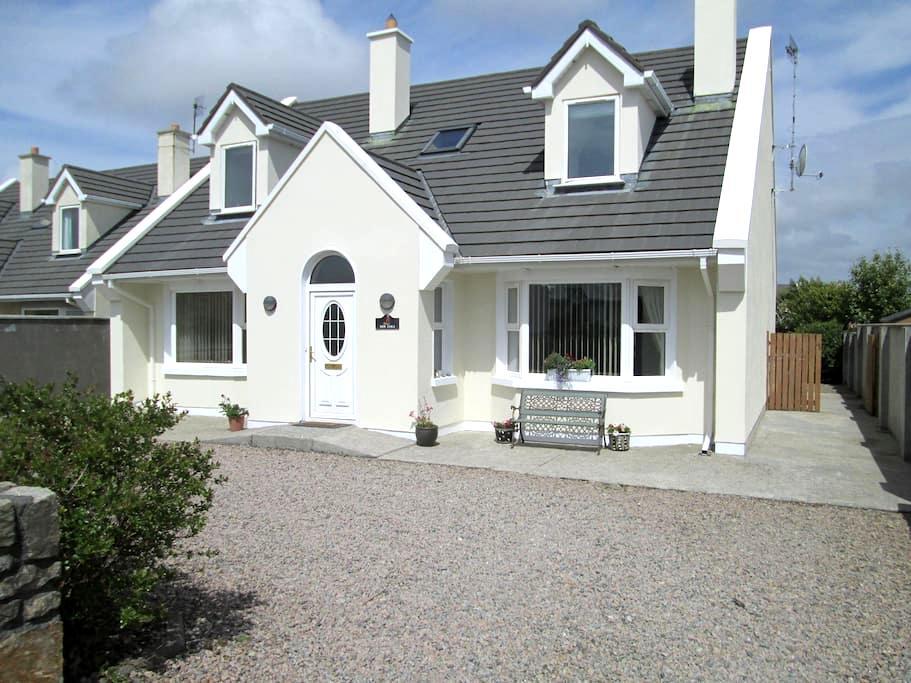 Spacious Connemara Holiday House  - Carna