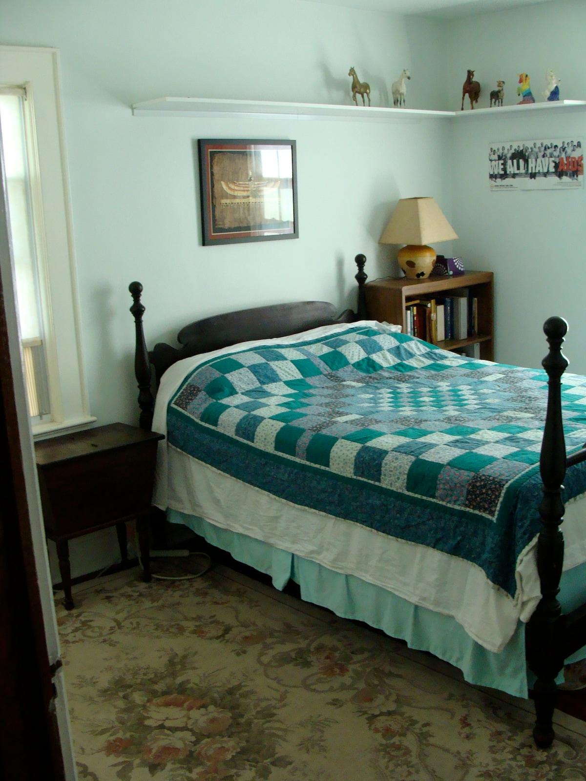 Sunny, cozy room in NJ family home