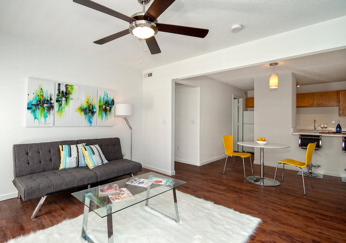 private bedroom in Central downtown