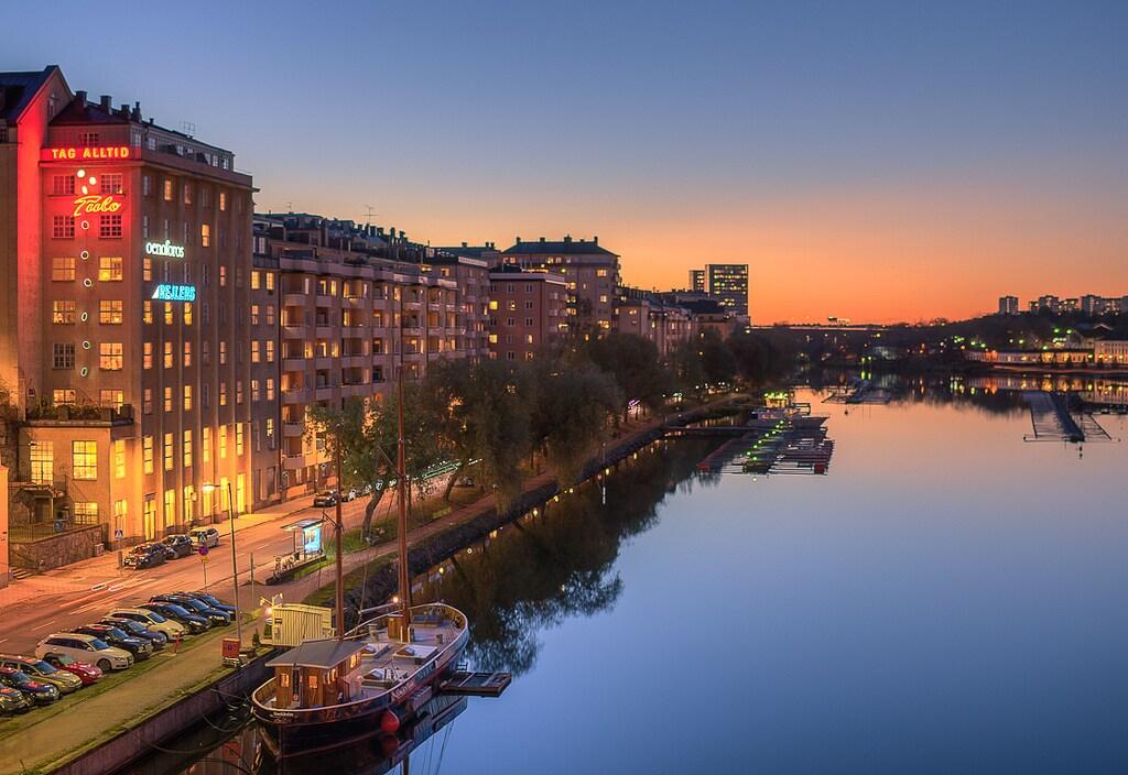 Riverfront Super Central Apartment