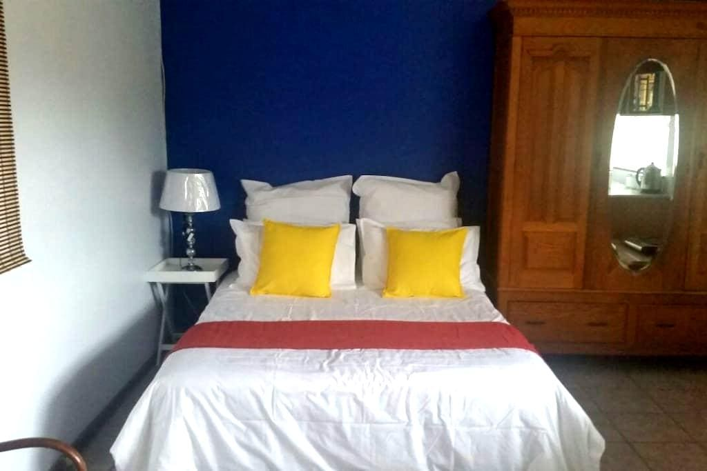 Nobby's Nook - your home away from home - Berea - Daire