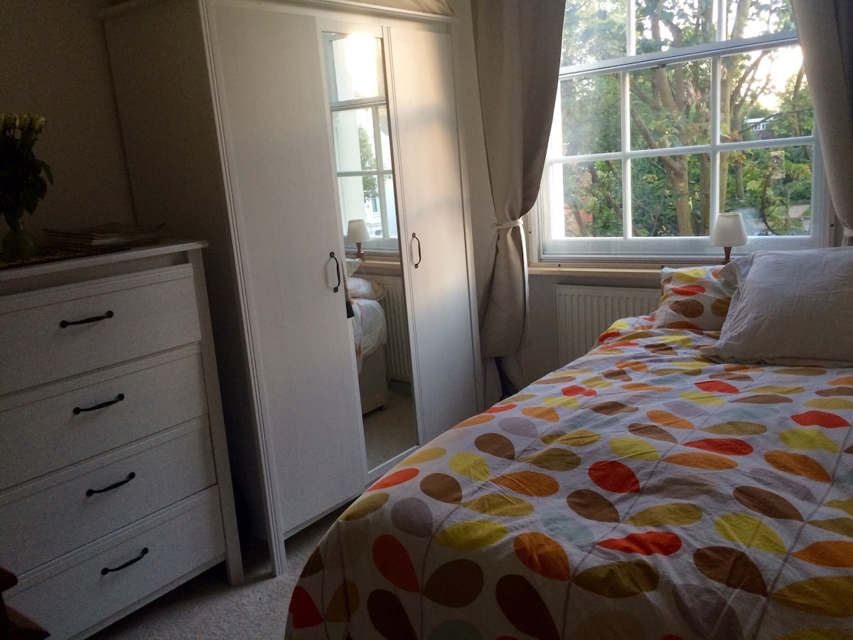 En suite bedroom in Notting Hill