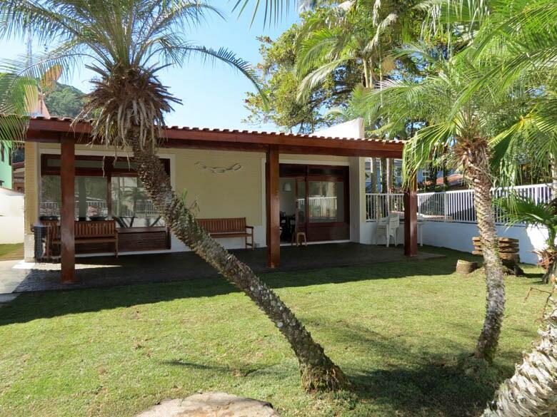 Casa de praia em condomínio fechado