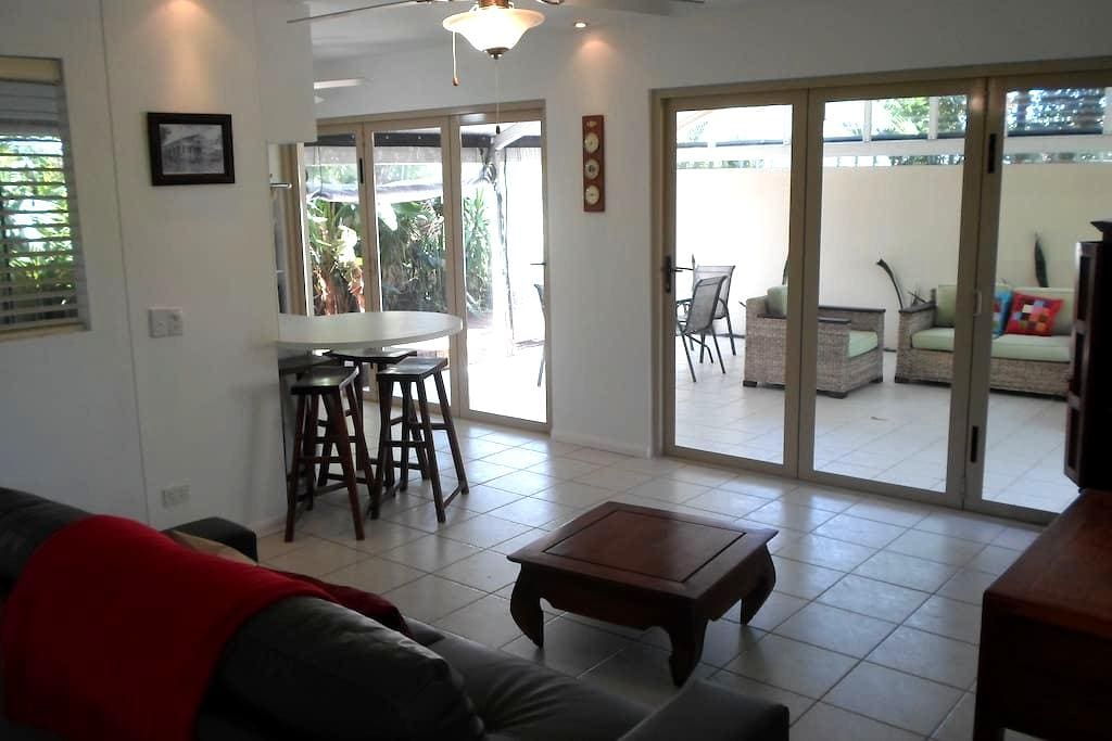 Oasis Style Retreat Close to Beach - Burleigh Waters - Daire
