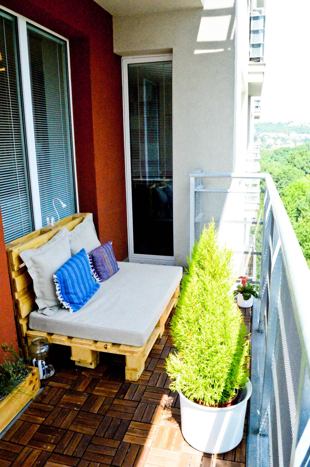 Spacious apartment & sunny terrace