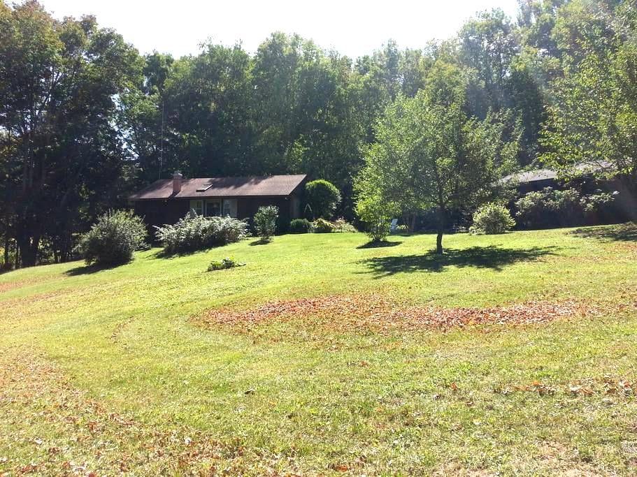 Cabin by a Stream - Prattsville - Cabanya