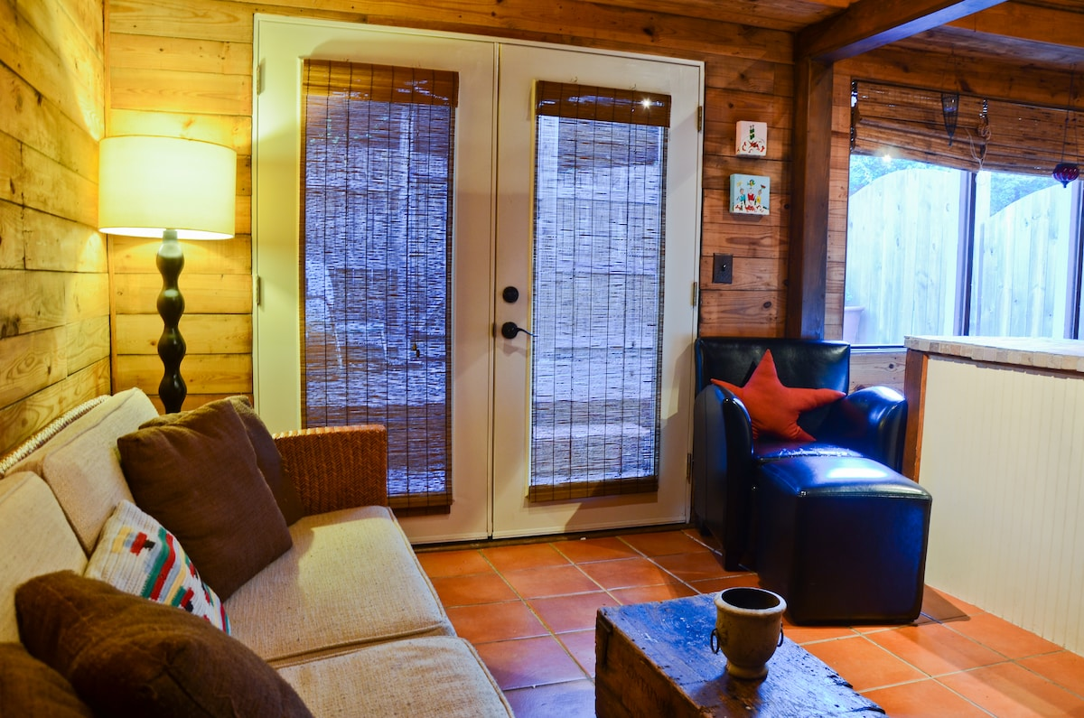 Luxurious Rustic Cozy Guesthouse
