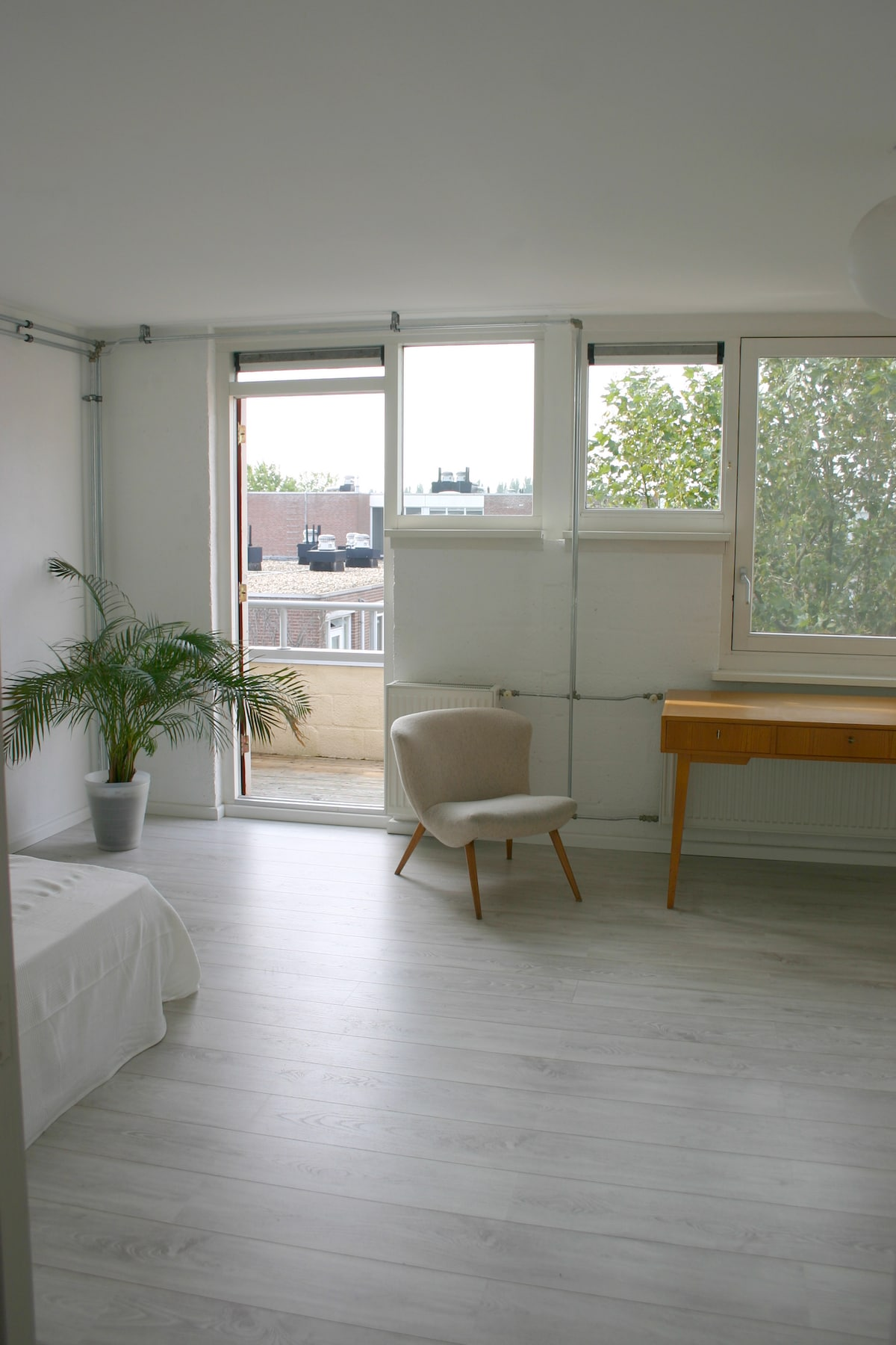 nice light clean and central room