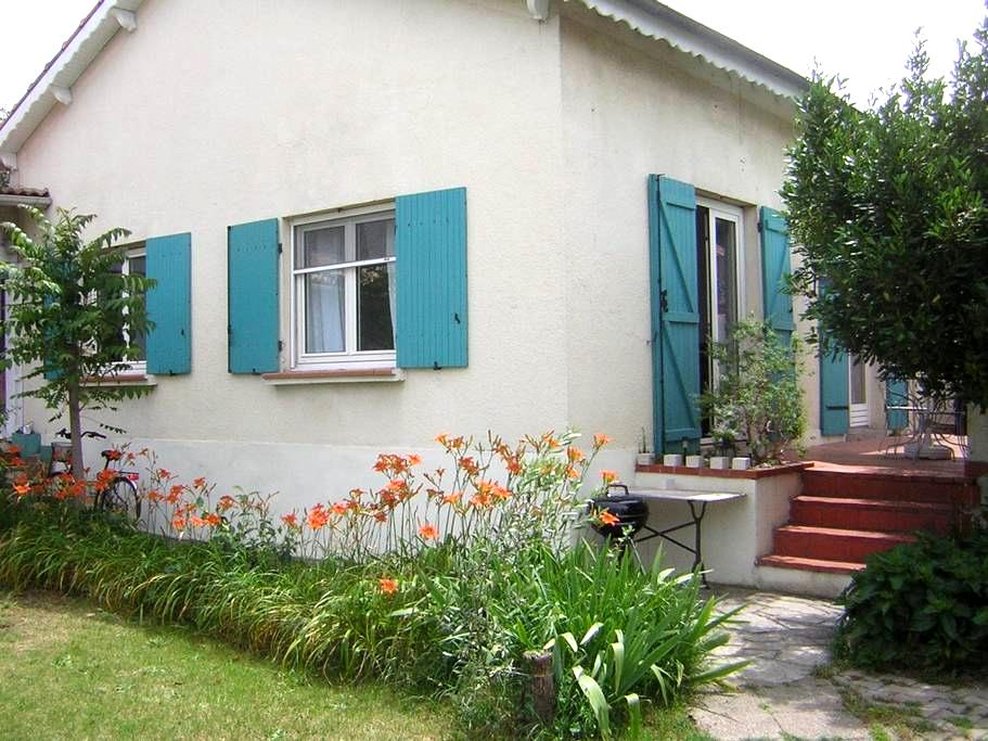 NIMES centre, maison terrasse et jardin, 2/6 pers. - Nîmes - Hus