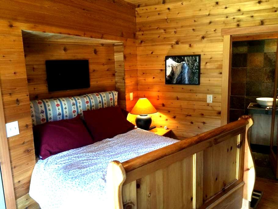Hotel style bedroom with queen bed & private bath. - Kirkwood