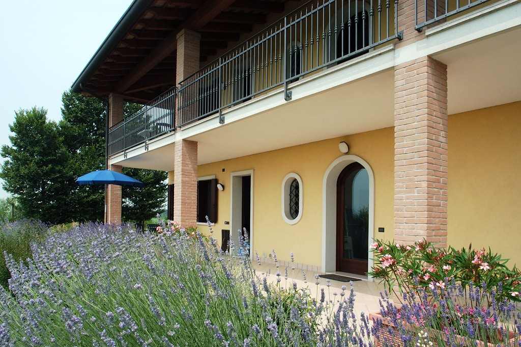The farmhouse Folaghe Bilocale with the terrace and the wonderful garden, also for your pets...