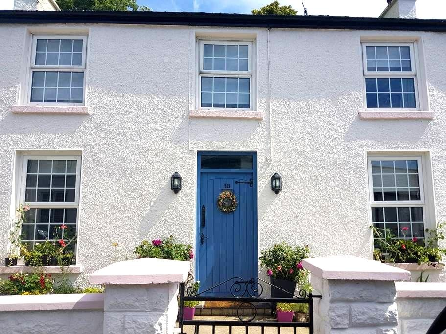Charming house, village location. - Rostrevor