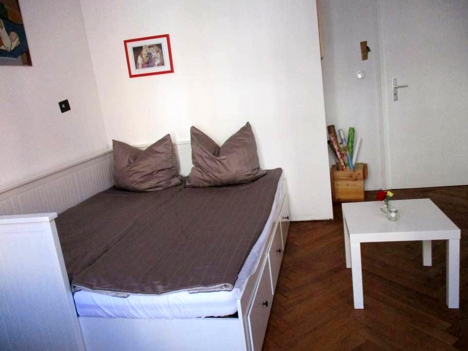 Helles Zimmer in Privatwohnung - Stuttgart - Huoneisto