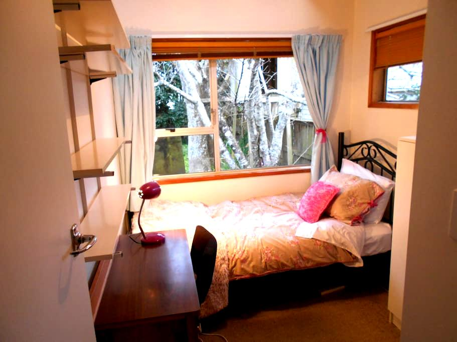 Single Bedroom with Lounge & Sunny Deck. - Auckland