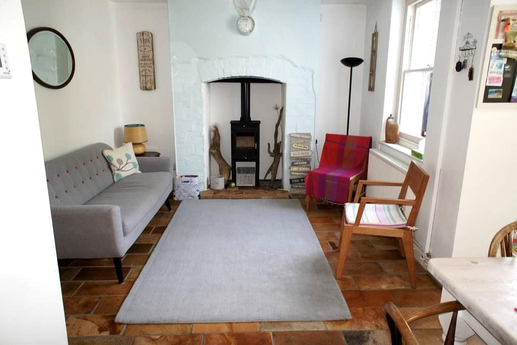 Lovely Braunton two-bed terrace with relaxed vibe - Braunton - House