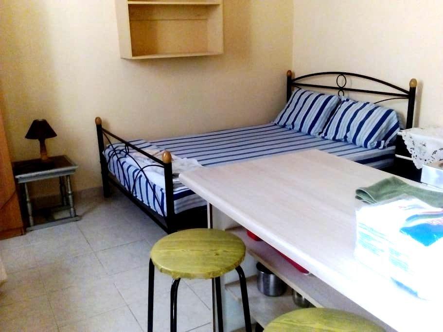 Private room and WC in Sparta - Sparta - Apartamento