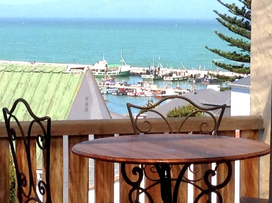 Kalk Bay with pool and Sea View - Cape Town - Huoneisto