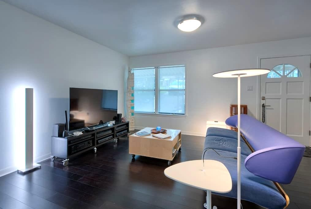 Luxury 2 BR  - minutes to downtown  - Austin - Bed & Breakfast
