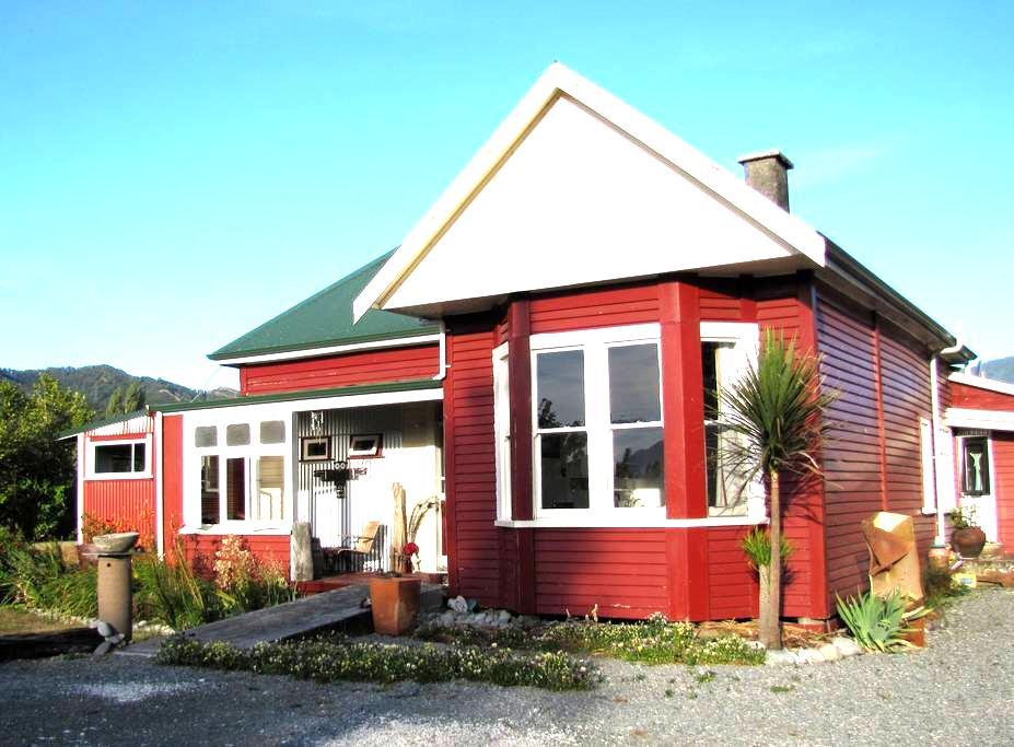 The Front Room - best in house! - Murchison - Leilighet