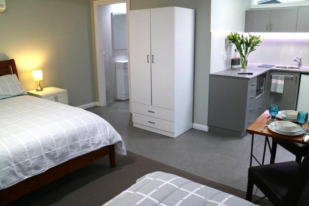 Garden studio apartment - Benalla - Departamento
