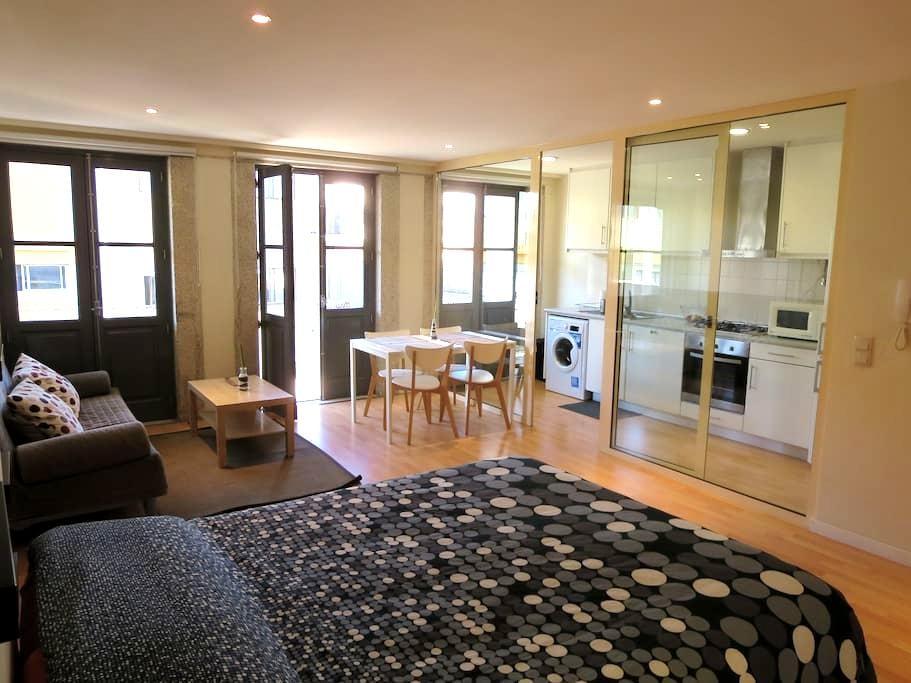 Modern studio with balcony - Porto - Apartment