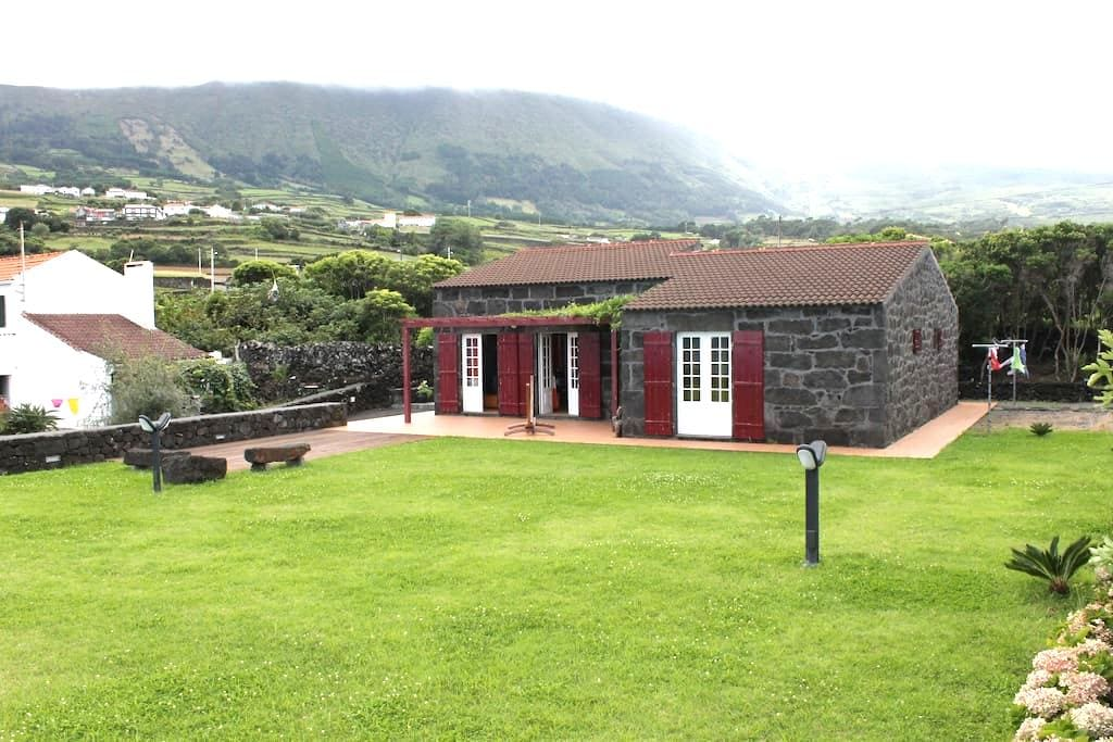 Tipical Stone House by the sea - S.Roque do Pico