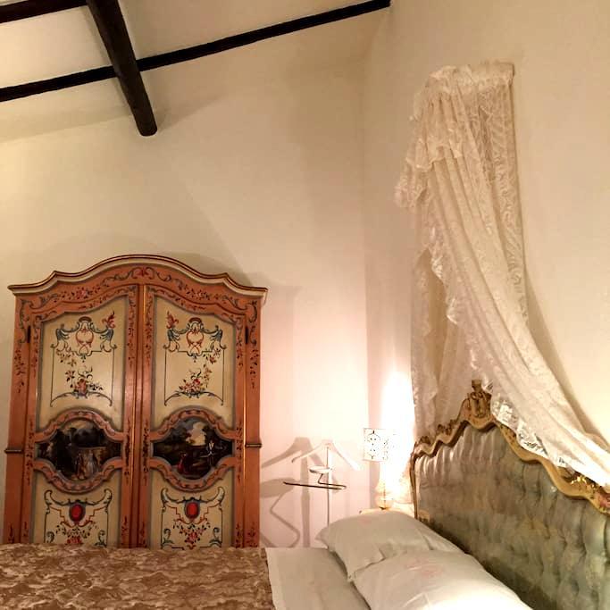 Entire apt, close to Airport: design and frescoes! - Bologna - Apartment