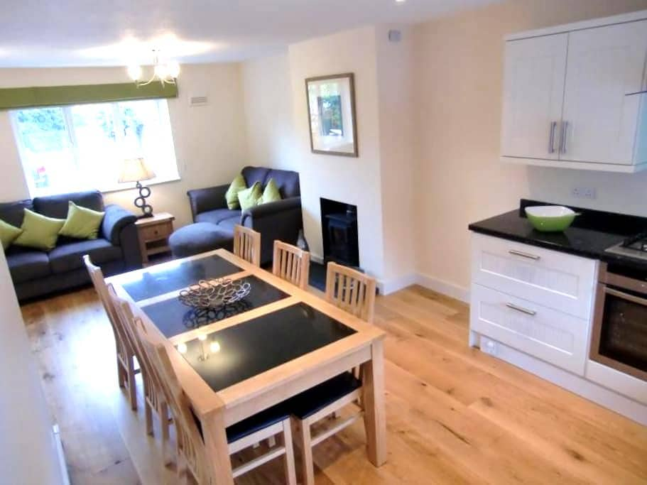 A fresh & modern country cottage - Woodchurch - House