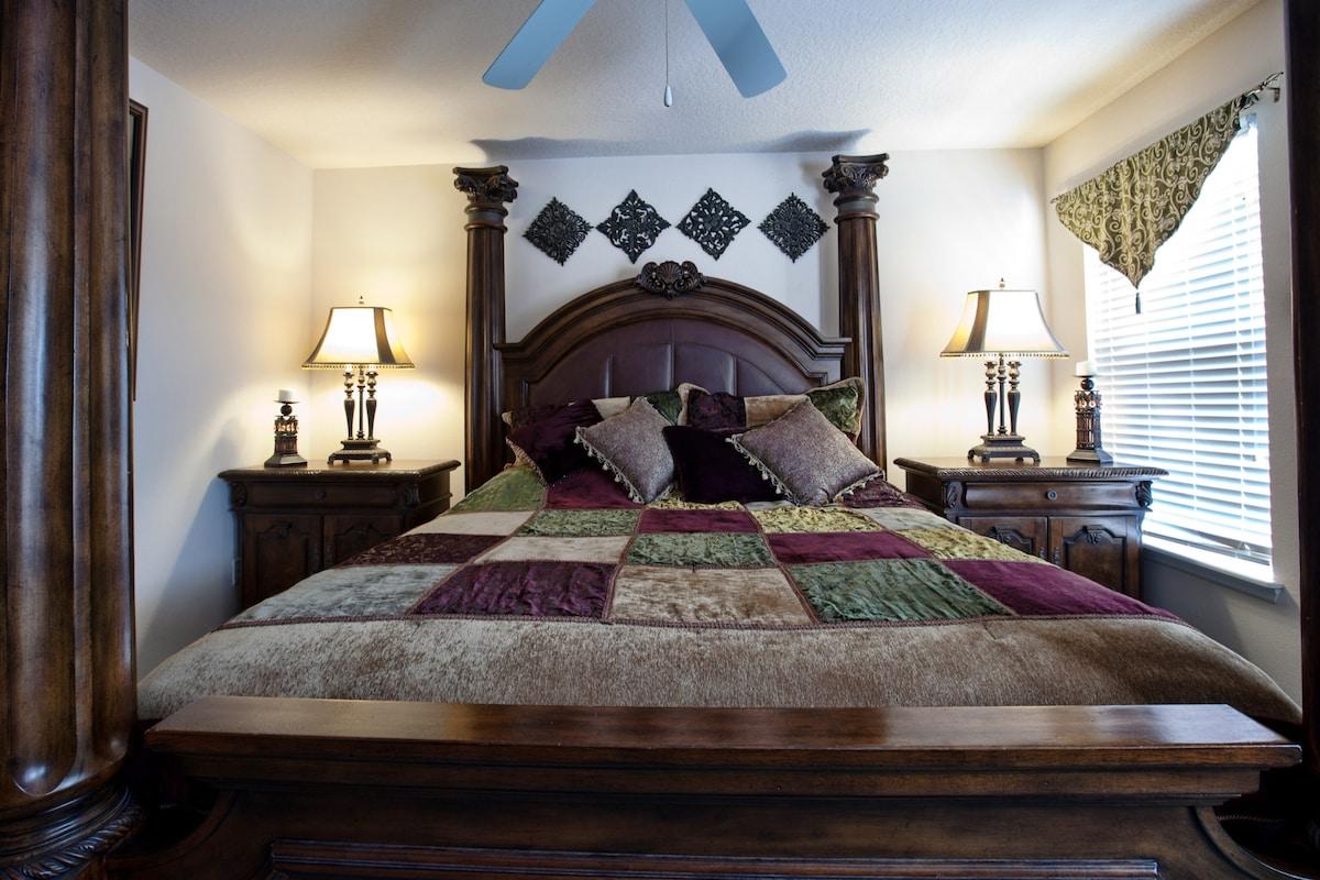 Stunning King master bedroom - you can sleep like a king!