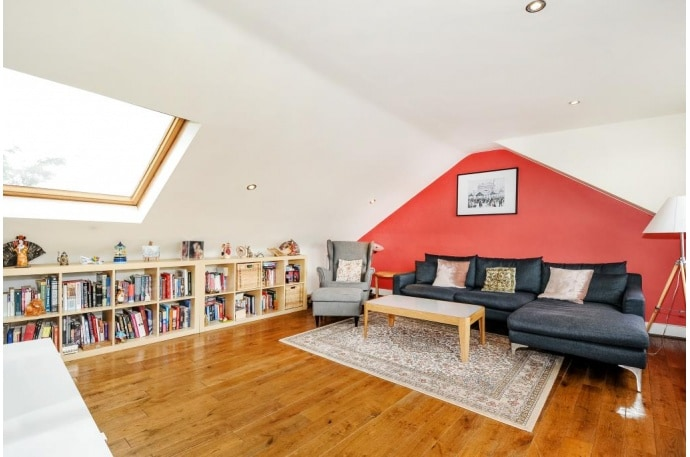2 bed 1000sqft flat, central London