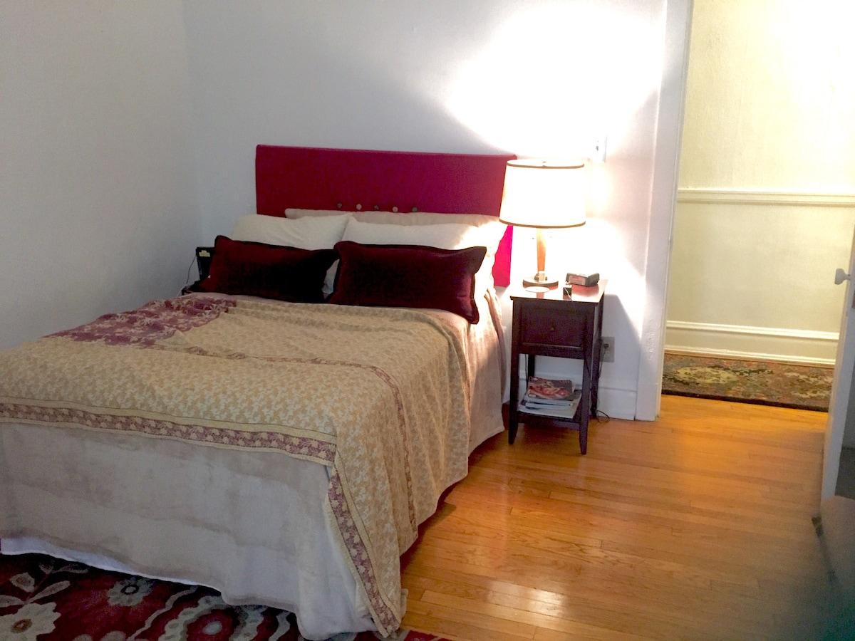 Private Bedroom & Bath- sleeps 8!