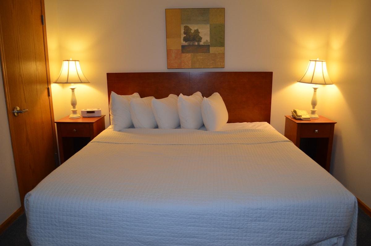 Suite at the Cove of Lake Geneva!