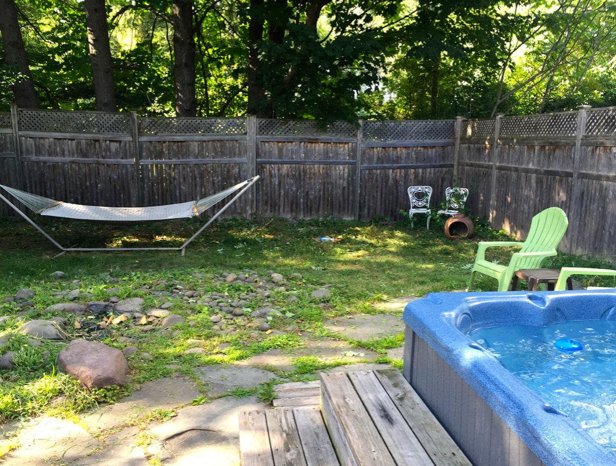 Hammock and hot tub!