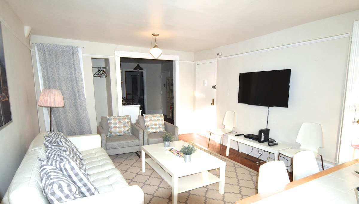 HUGE-3 bedroom-ENTIRE FLR -slps 6+2