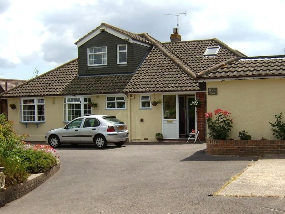 Lovely peaceful home with parking. - Scaynes Hill - Bungalov