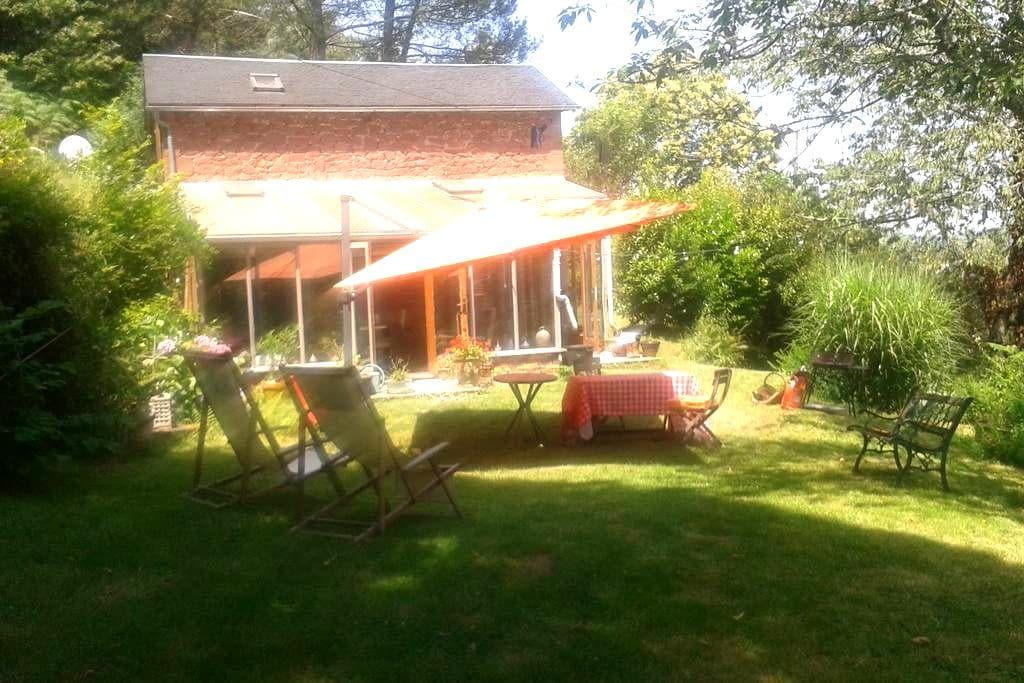 Maison & jardin en Périgord noir - Terrasson-Lavilledieu - Huis