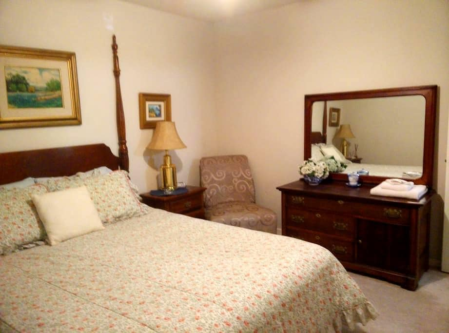 Private room with shared bath - Seabrook - Haus