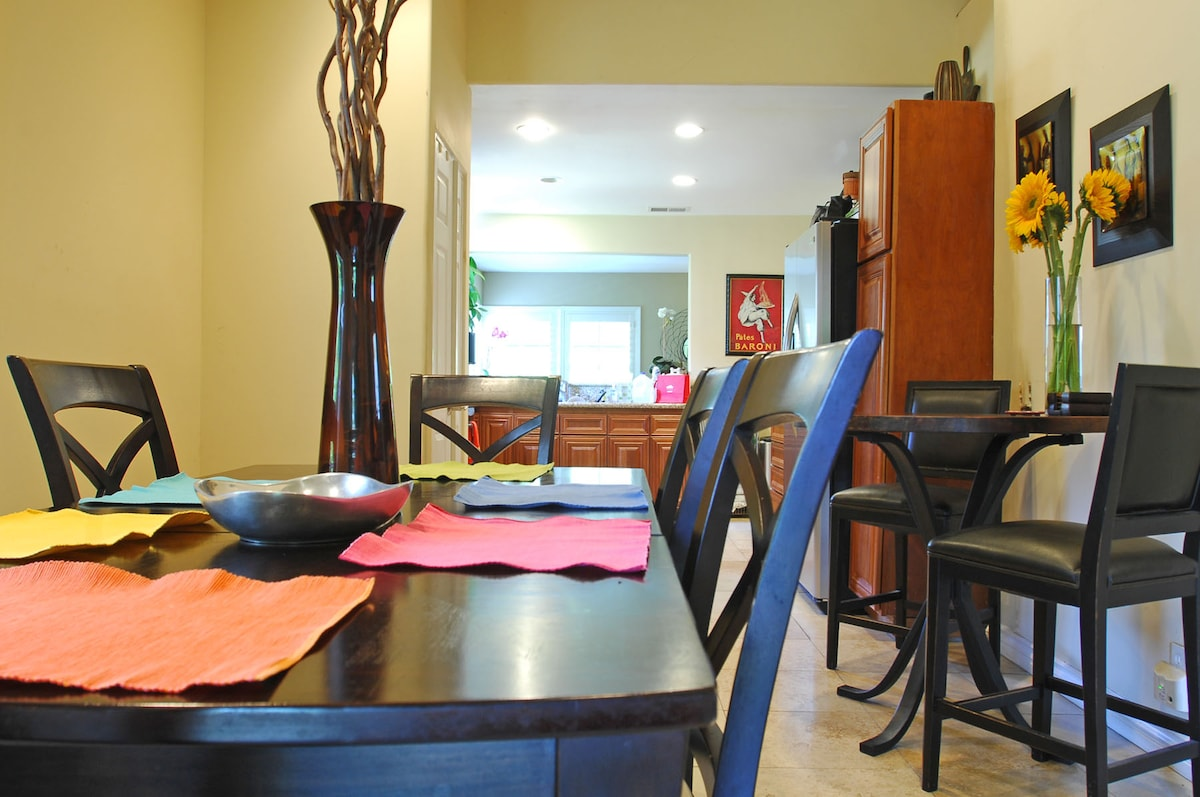 Dinning room opens to the kitchen and living room