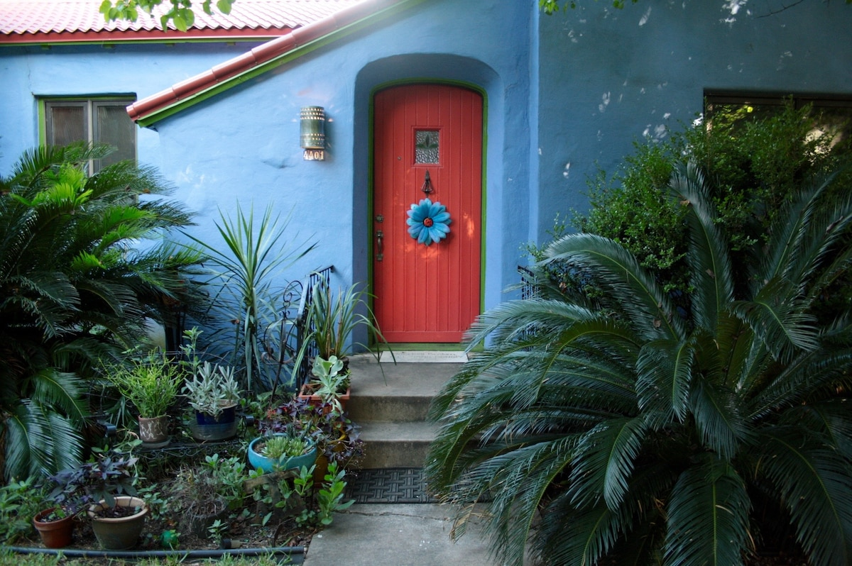 Central Colorful  Artist  home