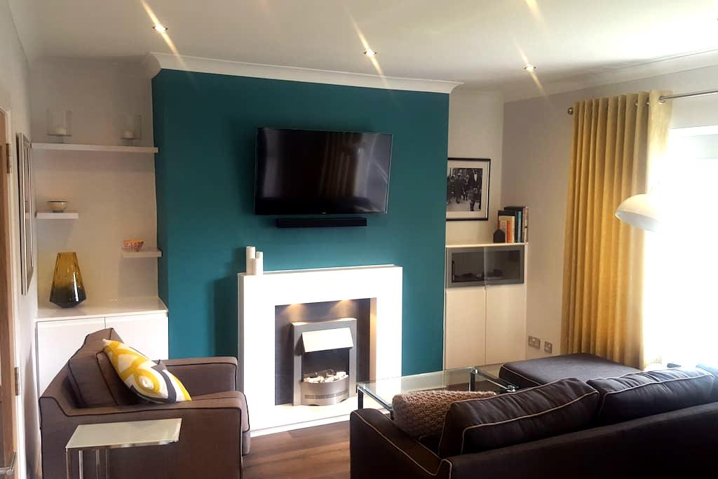 Gorgeous 2 bed tourist/business flat; Free parking - Glasgow - Apartment
