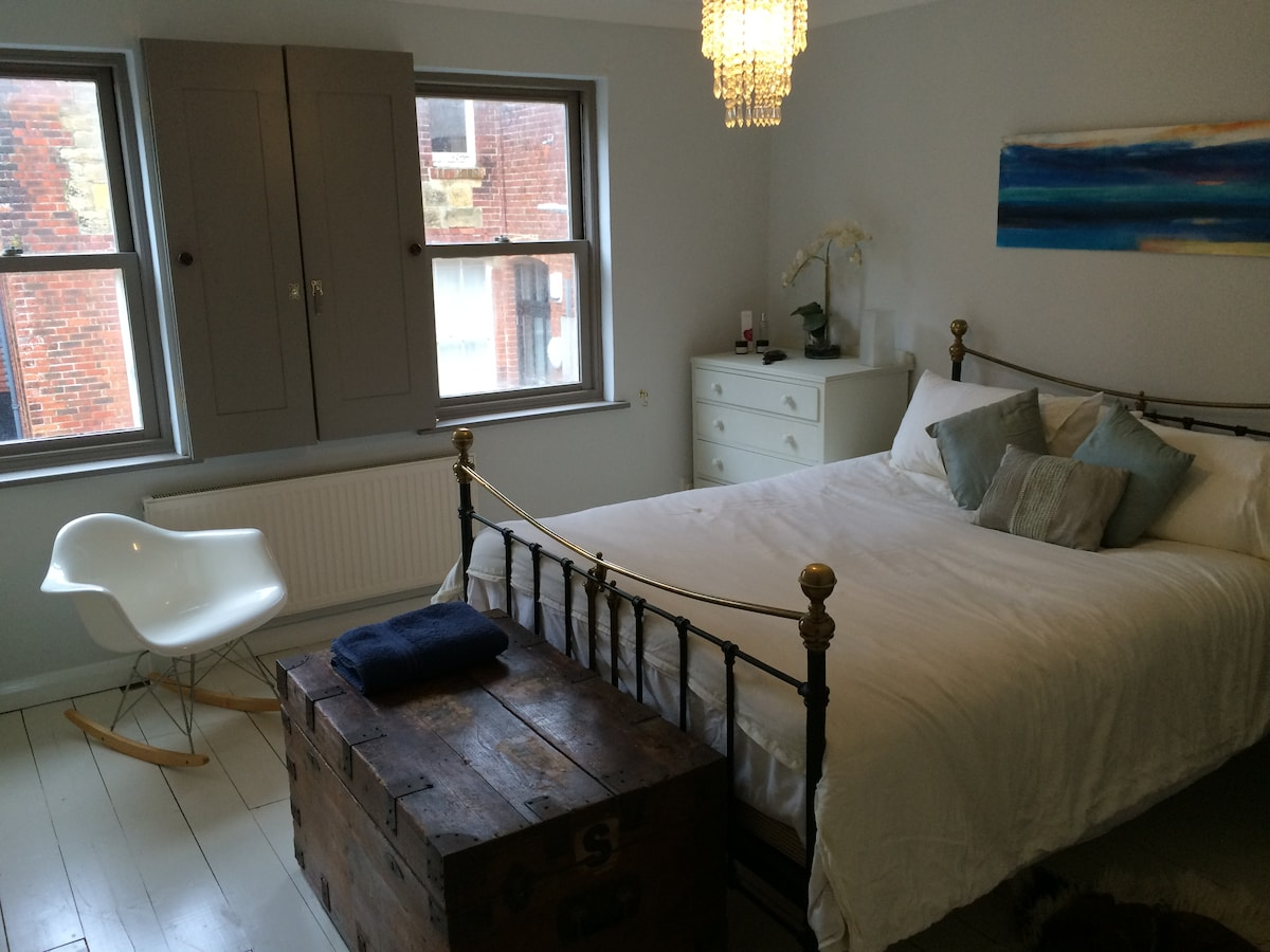 Lovely 2 Bed house mins from Beach