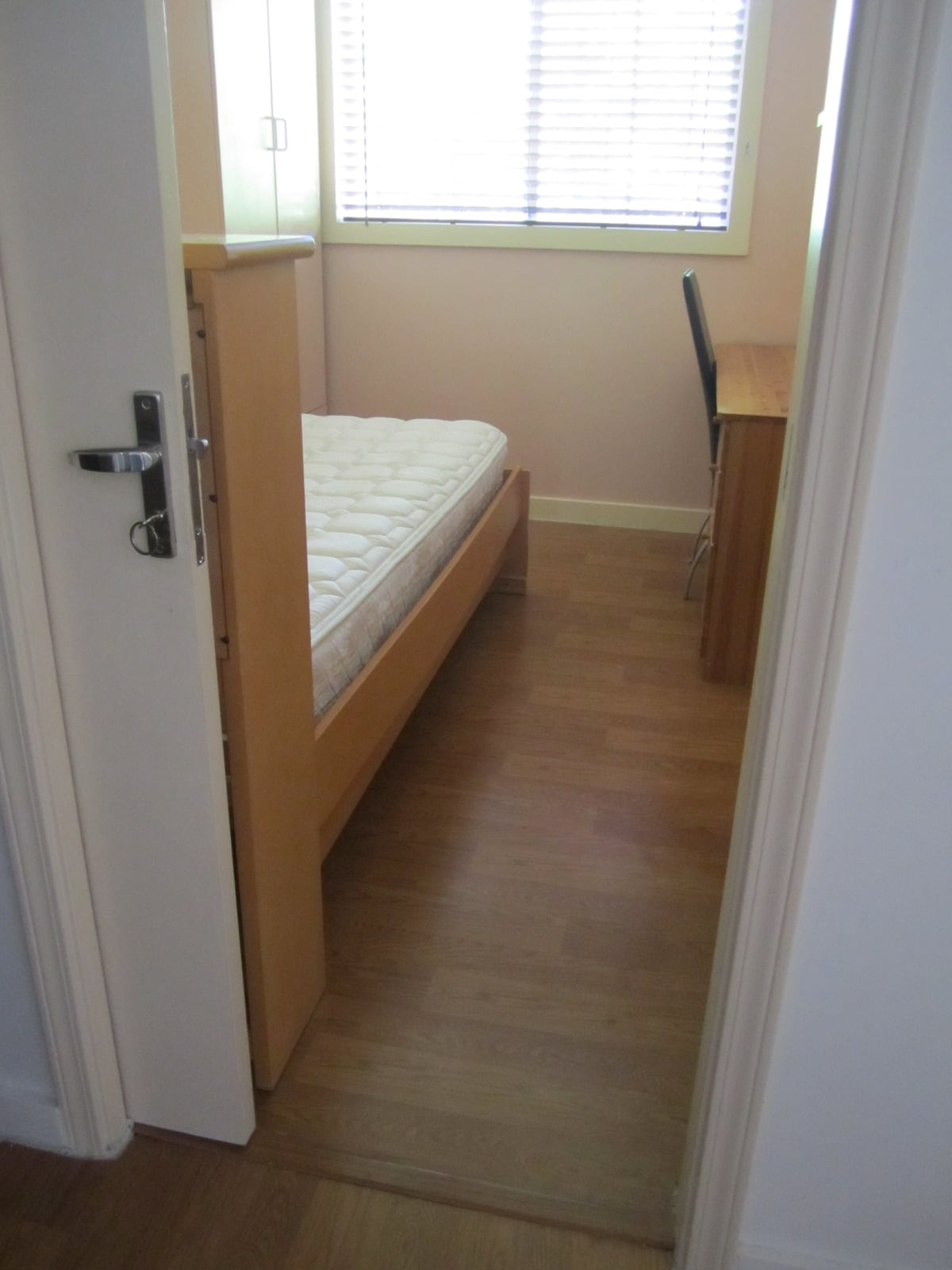 FURNISHED ROOM CLOSE TO BART