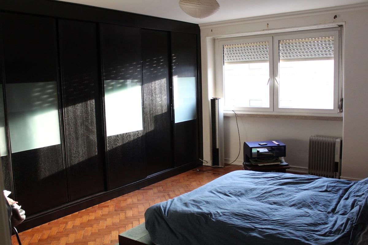 Main Room, kingzise bed.