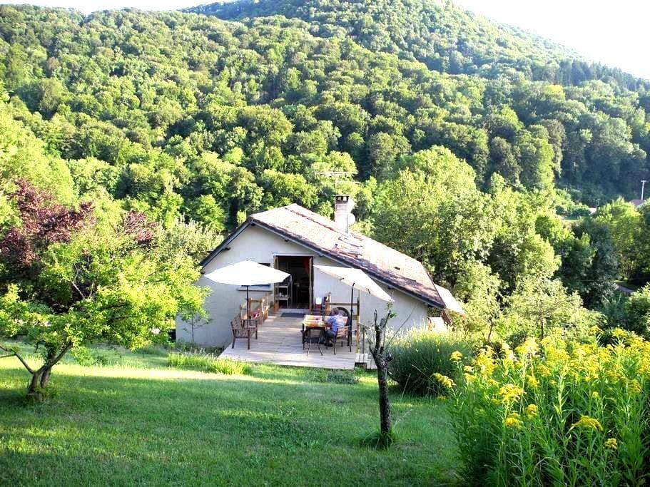 Au bord du Doubs et véloroute , vue sur le Doubs - Fourbanne