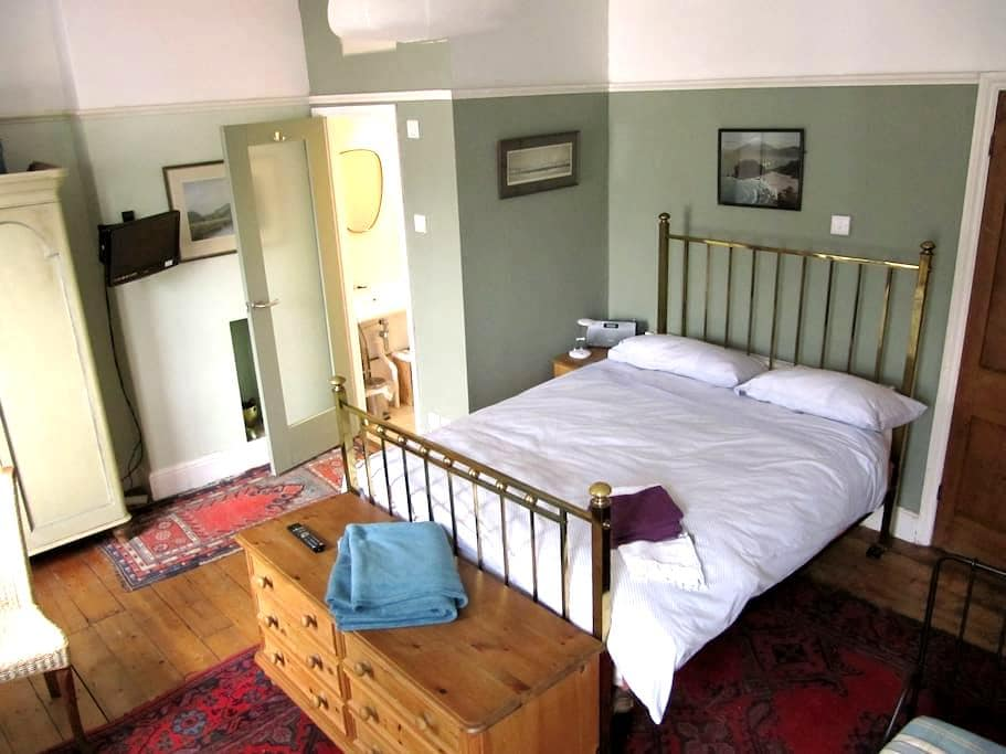 Lovely spacious room with ensuite - Cardiff - Bed & Breakfast