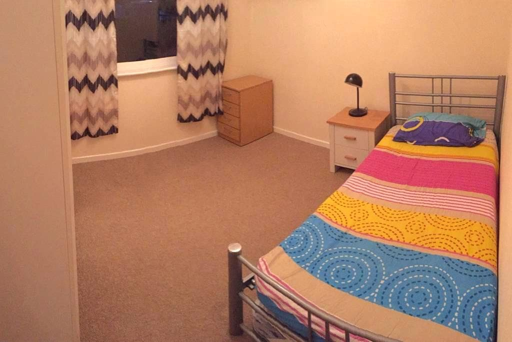 A Cosy Room for Overnight stay - Birmingham - Apartment