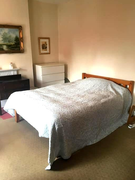 Double room in a house, 15min walk from centre - Derby - Casa